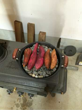 薪ストーブ焼き芋